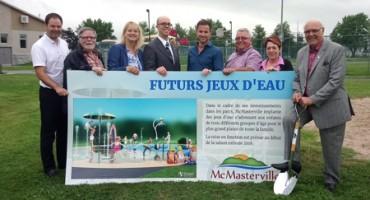 Jeux d'eau dans le parc Ensoleillé à McMasterville